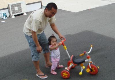 パパと三輪車