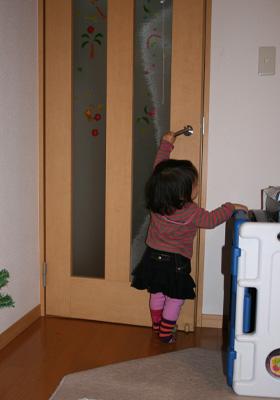 ドアを開けます